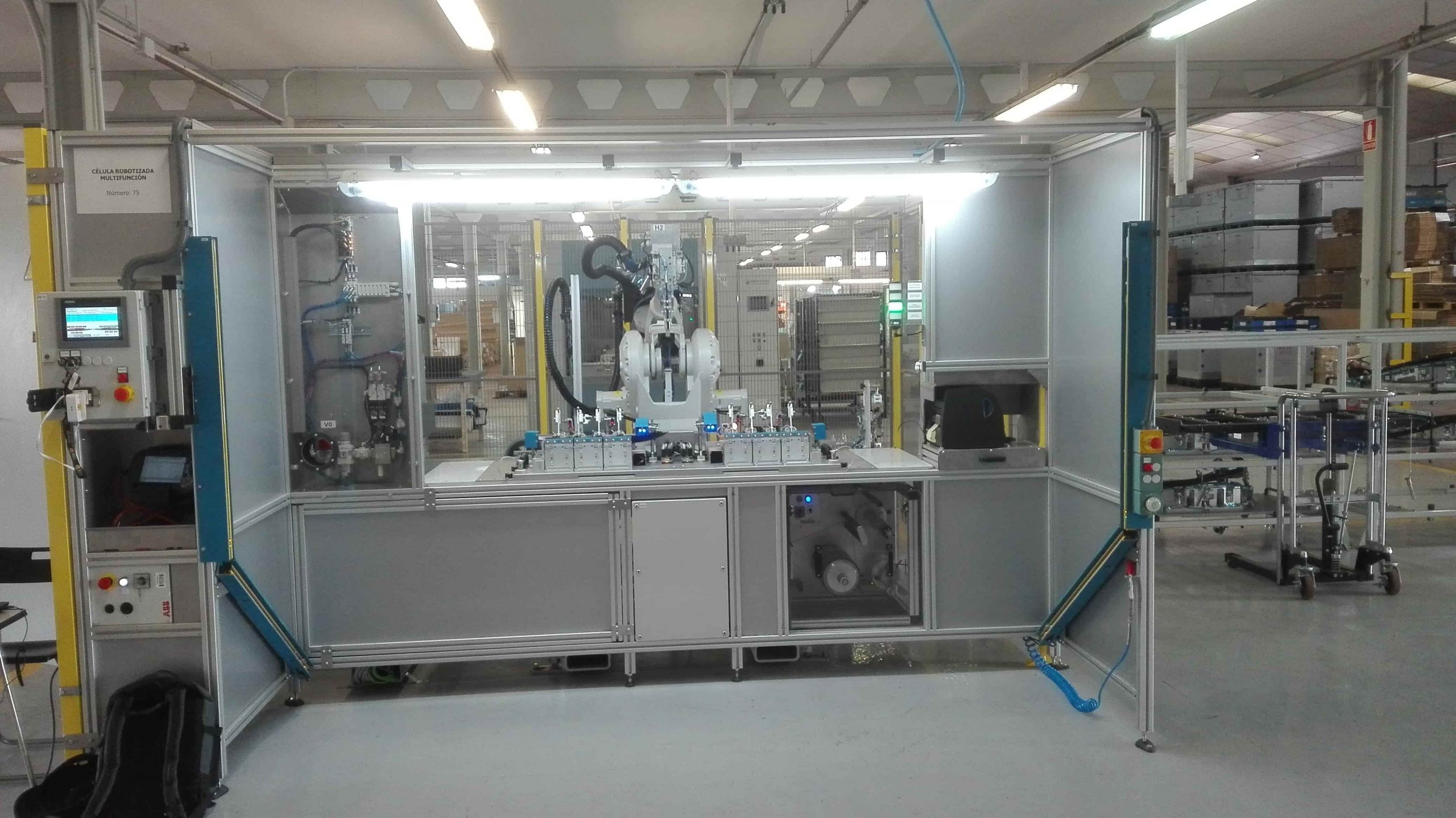 MULTIFUNCTION ROBOTIC CELL