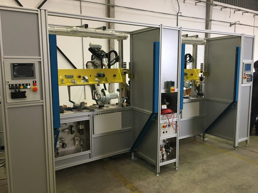 DOOR PANEL FIAT 500 ROBOTIC HOTMELT GLUING CELL